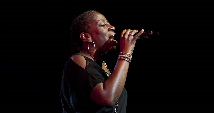 Morreu Sharon Jones
